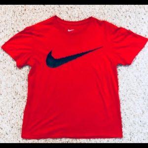 Boys Nike Tee shirt size Medium like new condition